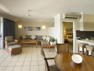 1 Bedroom Deluxe Coral Sea View Dining